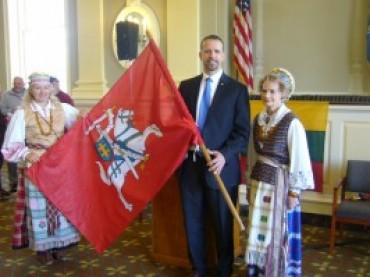 """JAV. Vaterburyje plevėsuoja trispalvė ir tęsiama lietuviškojo dienos mero """"prisaikdinimo"""" tradicija"""