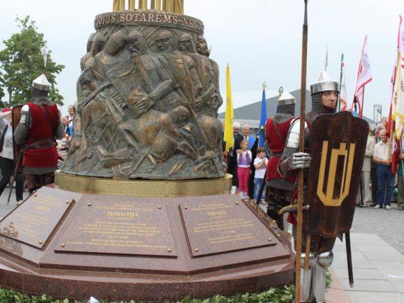 Telšiuose istorinę žemaičių pergalę įprasmino paminklas Durbės mūšiui