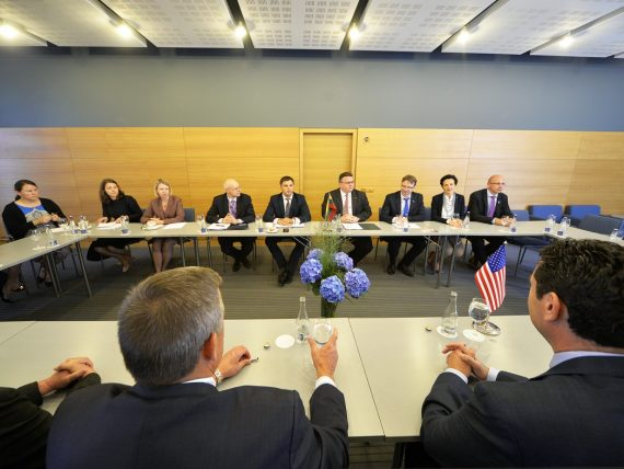 Užsienio reikalų ministras susitiko su į Lietuvą atvykusiais JAV kongresmenais