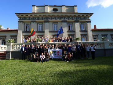 Kraštų lietuvių bendruomenių ir jaunimo sąjungų pirmininkų suvažiavimą vainikavo Pasaulio lietuvių vienybės dienos minėjimas ir dovana Prezidento Antano Smetonos gimtinei