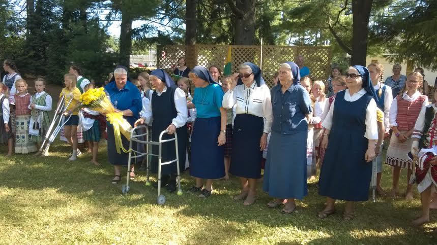 70-ajame piknike pagerbtos vienuolijos seserys
