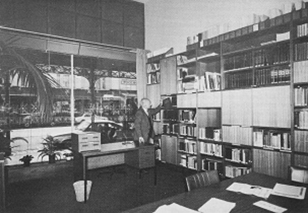 Melburno lietuvių biblioteka 1983 m., bibliotekos vedėjas Juozas Mikštas