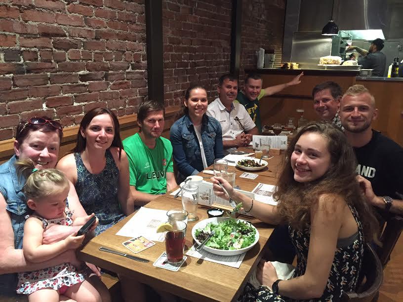 """Aidas Ardzijauskas viešnagės Šiaurės Vakarų pakrantėje metu susitiko ir su lietuvių bendruomenės atstovais, tarp jų ir Portland """"Timbers"""" gynėju Vytu Andriuškevičiumi (antras iš dešinės)"""
