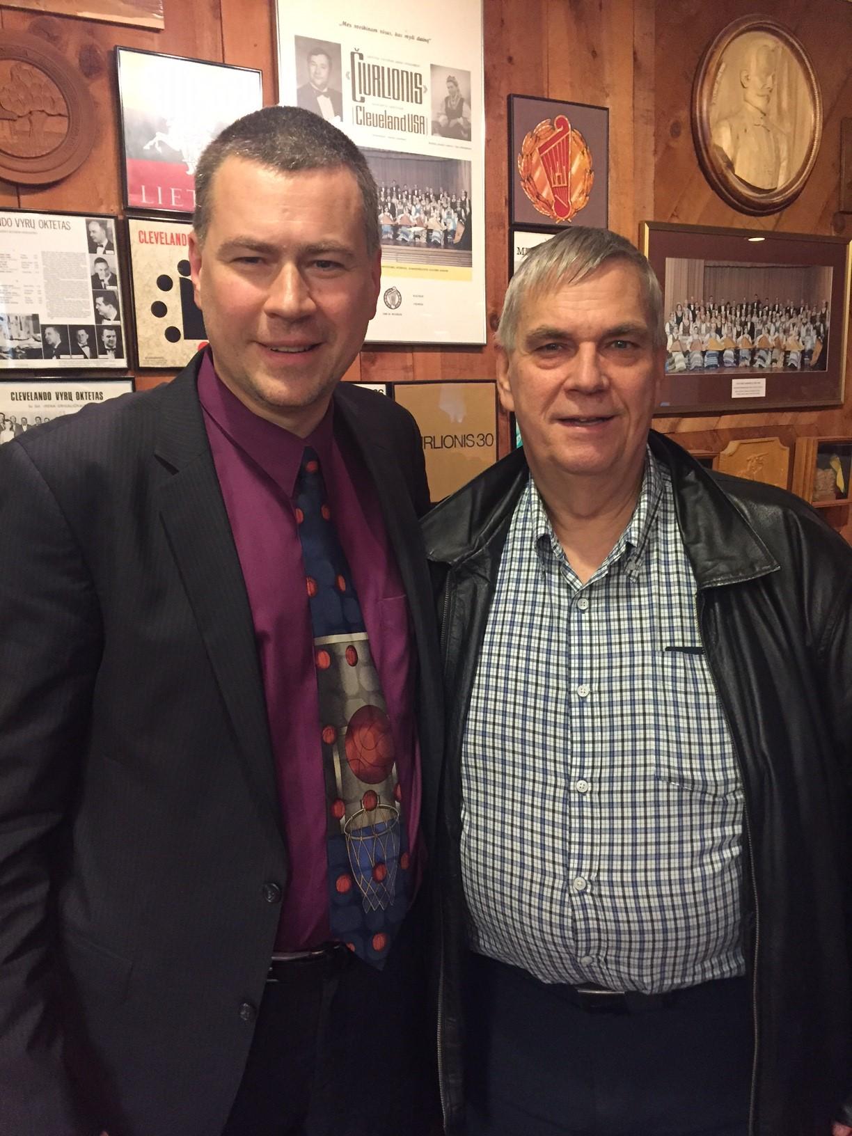Buvęs (dešinėje) ir esamas (kairėje) ŠALFASS centro valdybos pirmininkai K. Deksnys ir L. R. Misevičius