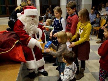 """Kalėdinė kelionė """"Aplink pasaulį"""" subūrė Austrijos lietuvius"""