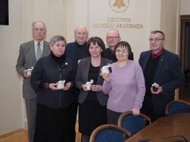 Kalbos komisija įteikė apdovanojimus už lietuvių kalbos puoselėjimą
