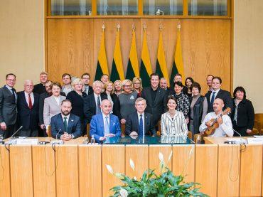 Seimo ir PLB komisija: Trispalvė – kiekvieno lietuvio širdyje