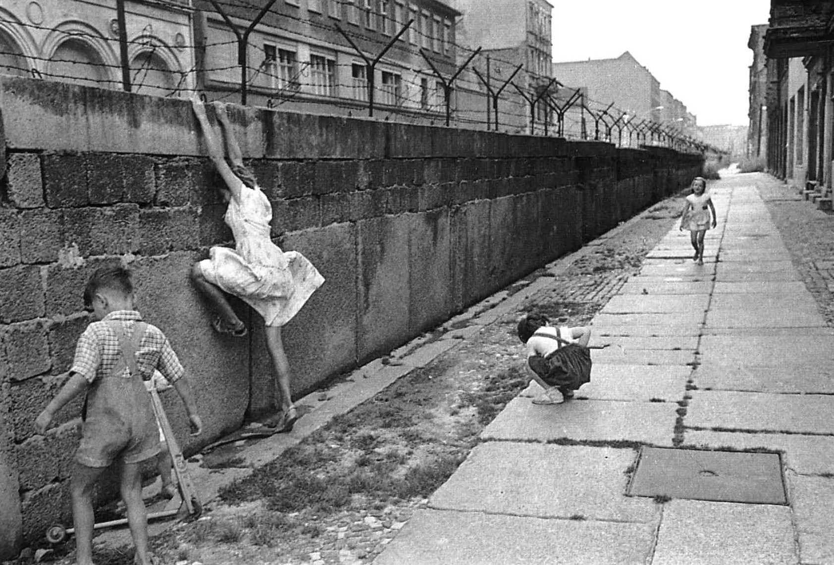 Henri Cartier-Bresson. Berlyno siena. 1962.