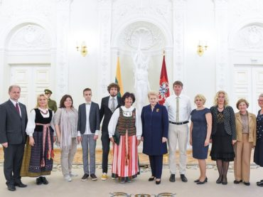 Prezidentė apdovanojo Lietuvą garsinančius žmones