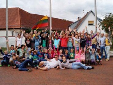 """Vokietijos lietuvių bendruomenės """"Romuvos"""" apylinkė kviečia lietuvius ir lietuvių kilmės vaikus į  tautinę vasaros stovyklą Vokietijoje"""