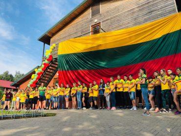 Pirmoje Pasaulio Lietuvių Bendruomenės stovykloje vaikai iš dvylikos šalių
