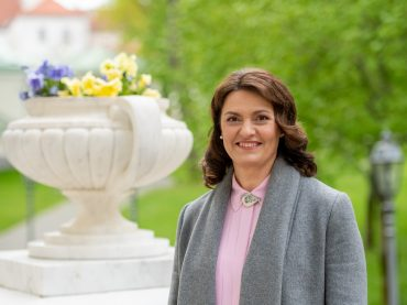Lietuvos pirmoji ponia globos lituanistinio švietimo veiklą