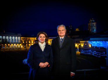 Lietuvos Respublikos Prezidento Gitano Nausėdos ir ponios Dianos Nausėdienės sveikinimas Naujųjų metų proga