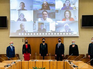 Beveik tris dešimtmečius dirbanti komisija tiki: Lietuvoje ir užsienyje gyvenantys lietuviai yra viena tauta