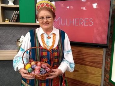 Brazilijos lietuvių menininkė Janetė Zizas Lietuvą reprezentuoja tradiciniais margučiais